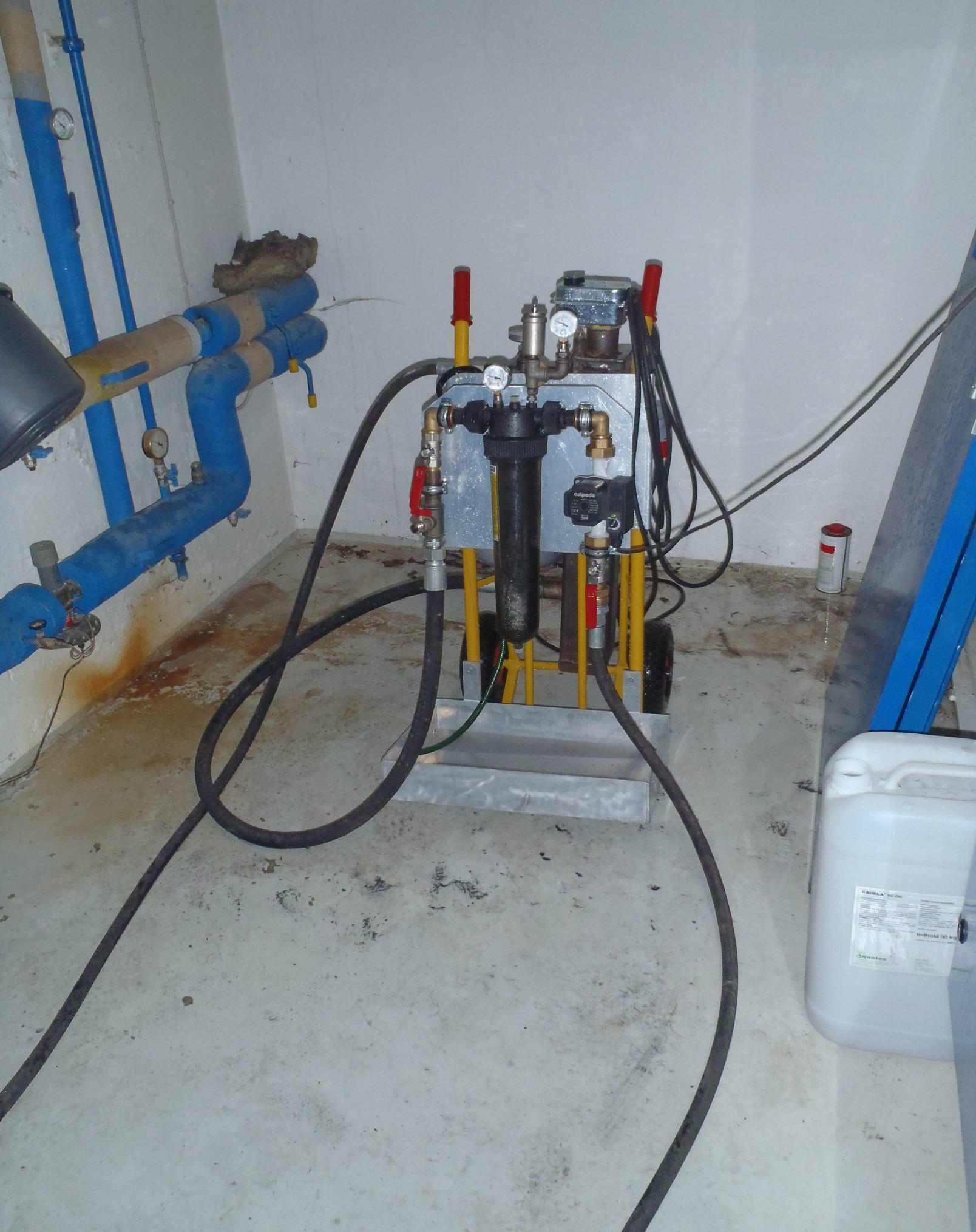 Rensning af brugsvandssystemer og varmeanlæg i ejendomme